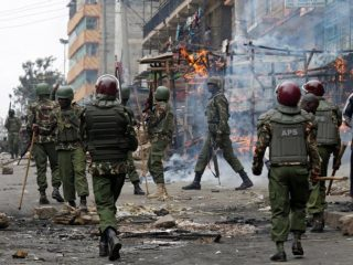 Anti riot policemen deploy to disperse protesters in Mathare